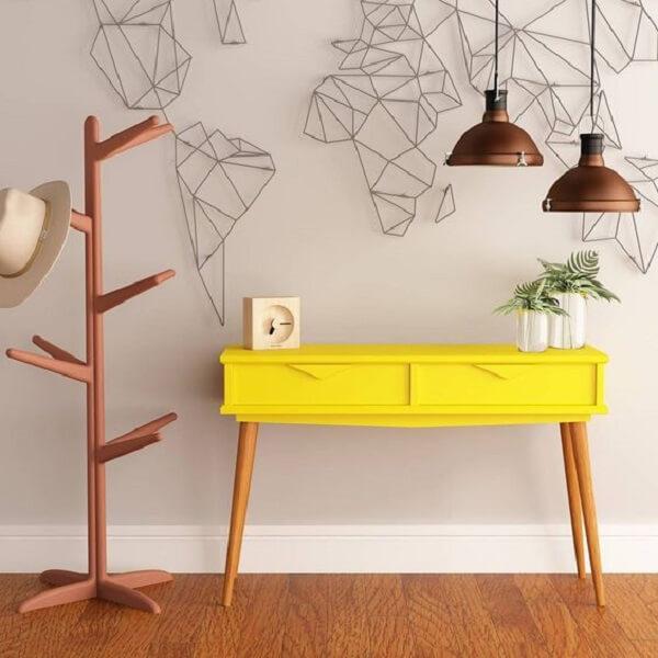 Modelo de aparador amarelo retrô com pés de palito