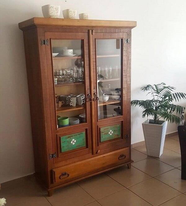 Modelo de cristaleira rústica com gaveta