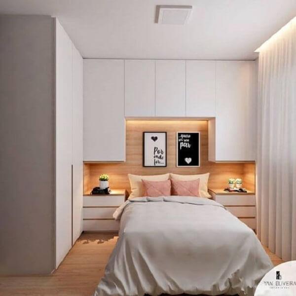 Modelo de guarda-roupa com cama embutida planejado em tom branco