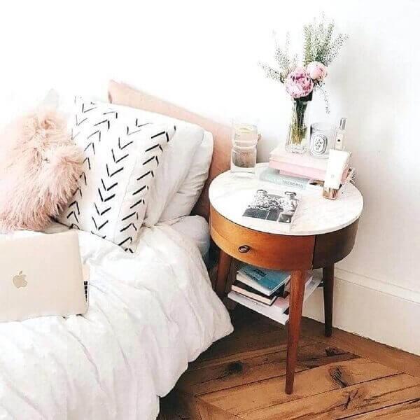 Modelo de mesa de cabeceira retrô redondo com perna palito