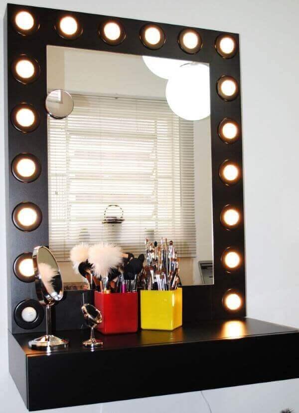 Modelo de penteadeira camarim preta suspensa