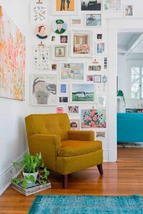 Modelo de poltrona pé palito amarelo mostarda