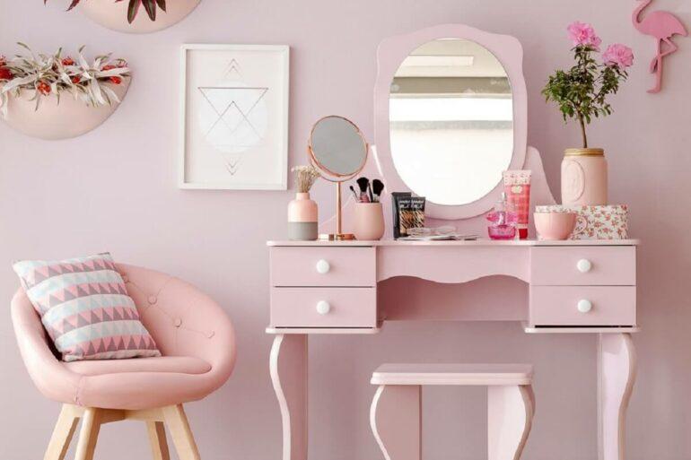 Modelo elegante de penteadeira rosa com espelho