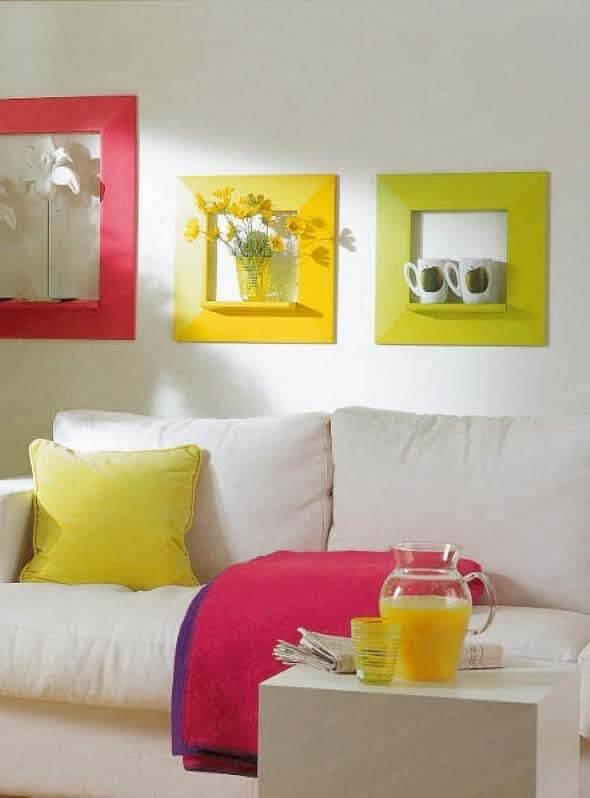 Moldura colorida amarela e rosa para sala de estar clean