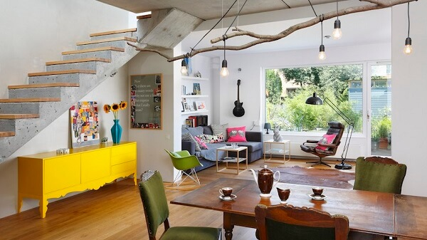 O aparador amarelo renova o astral da casa