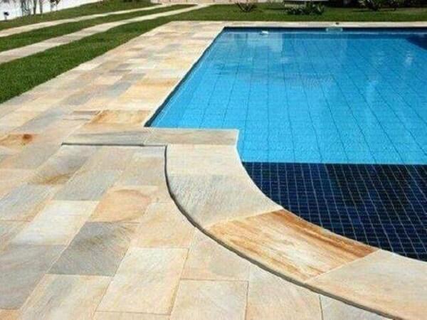 O azulejo para piscina podem ser usada em conjunto com outros revestimentos como a pastilha de vidro