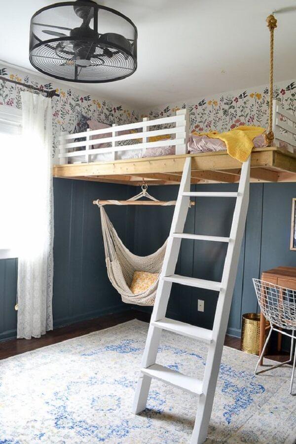 O balanço deixa a decoração ainda mais divertida no quarto com cama suspensa mezanino