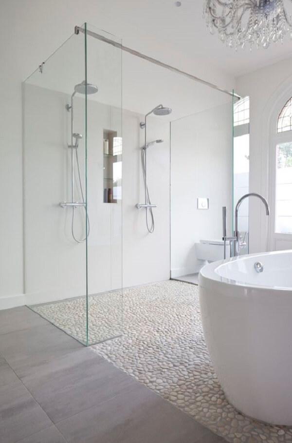 O seixo branco também é usado como pedra de revestimento para o chão