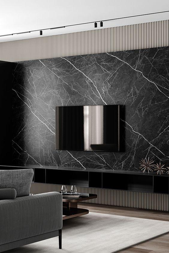 Painel de tv feito com revestimento marmorizado