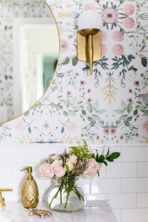 Papel de parede floral rosa e verde