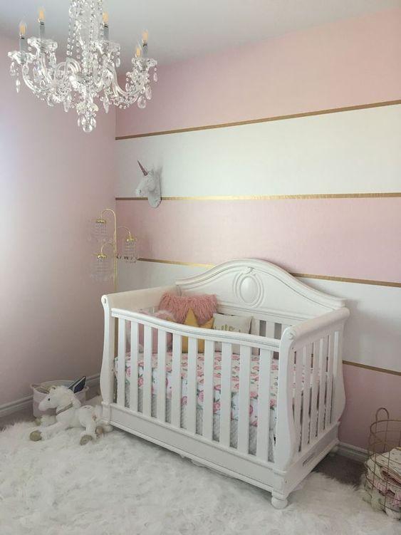 Papel de parede rosa dourado e branco