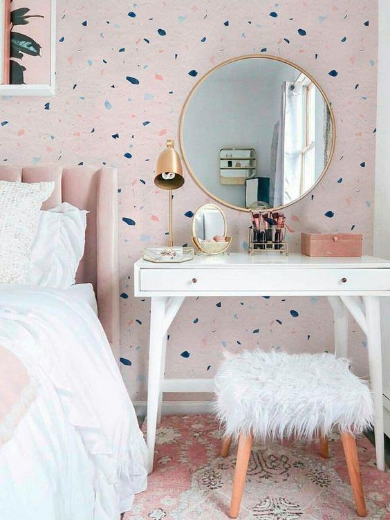 Papel de parede rosa e azul