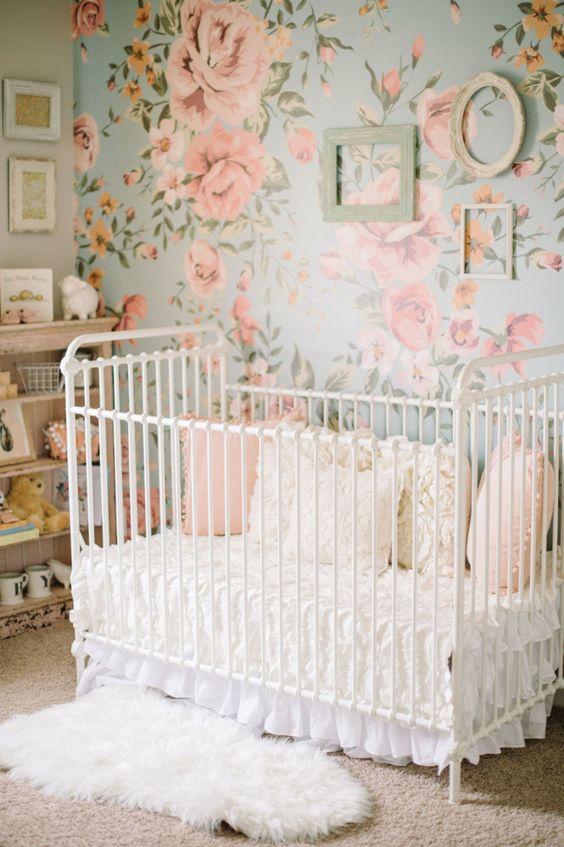 Papel de parede rosa e azul com flores