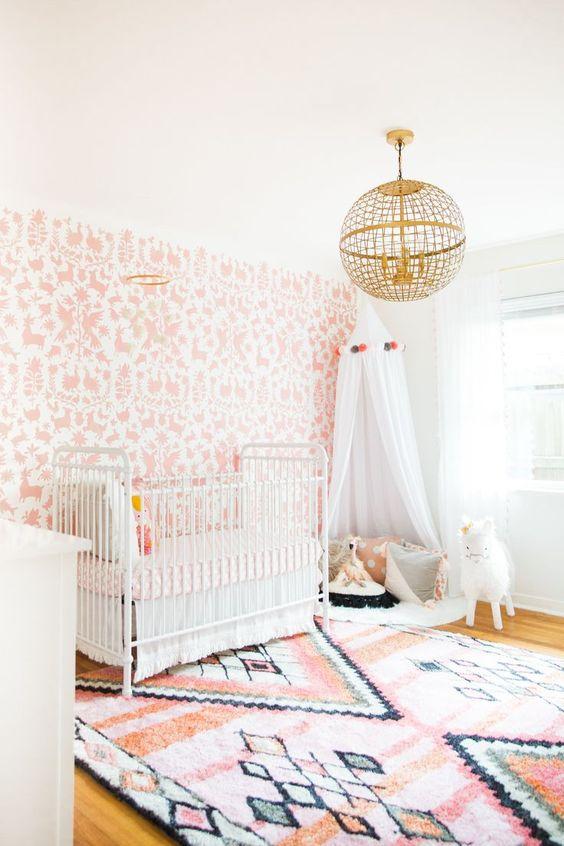 Papel de parede rosa e branco