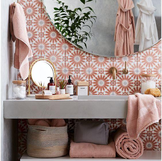 Papel de parede rosa para banheiro chique