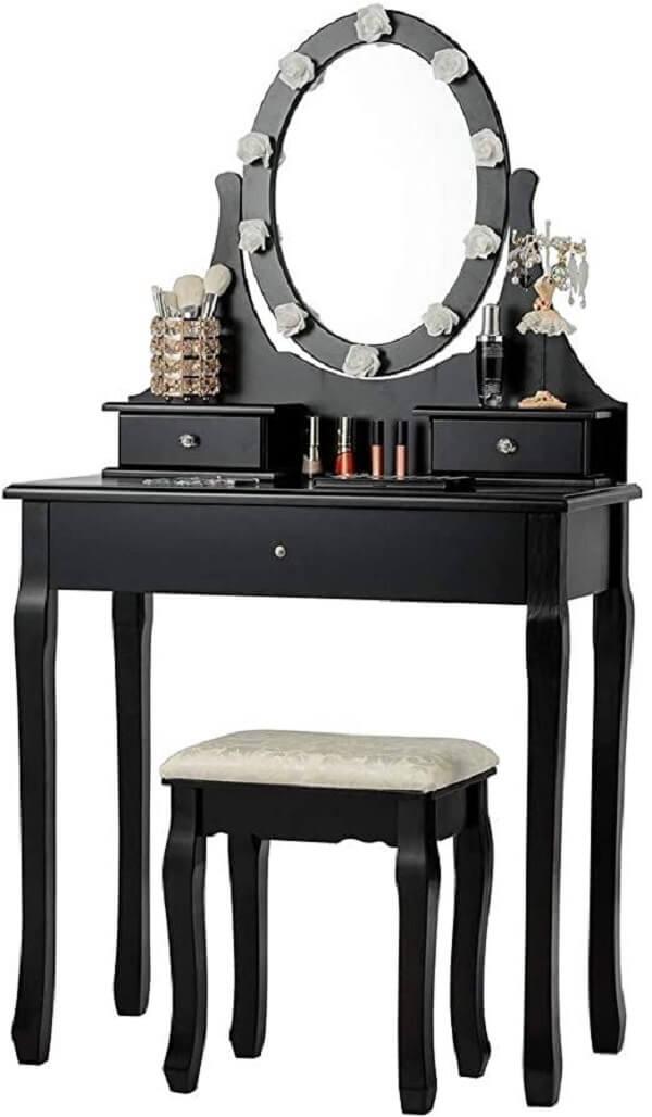 Penteadeira pequena preta com design clássico