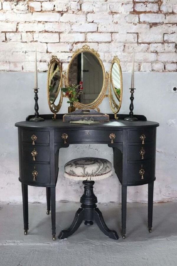 Penteadeira preta vintage com espelho dourado