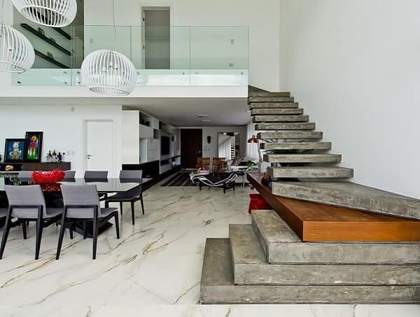 Piso de mármore e revestimento para escada pré-moldada em concreto: combinação que deu certo