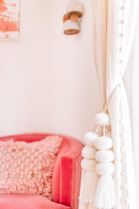 Poltrona cor coral para sala de estar