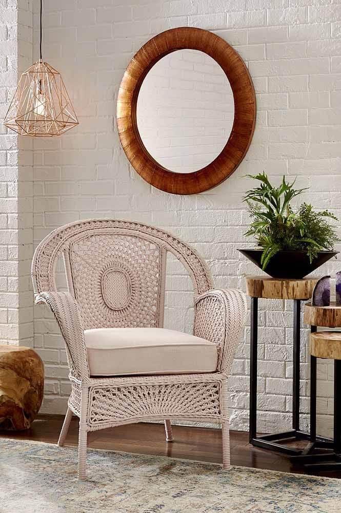 Poltrona de vime branca para sala de estar