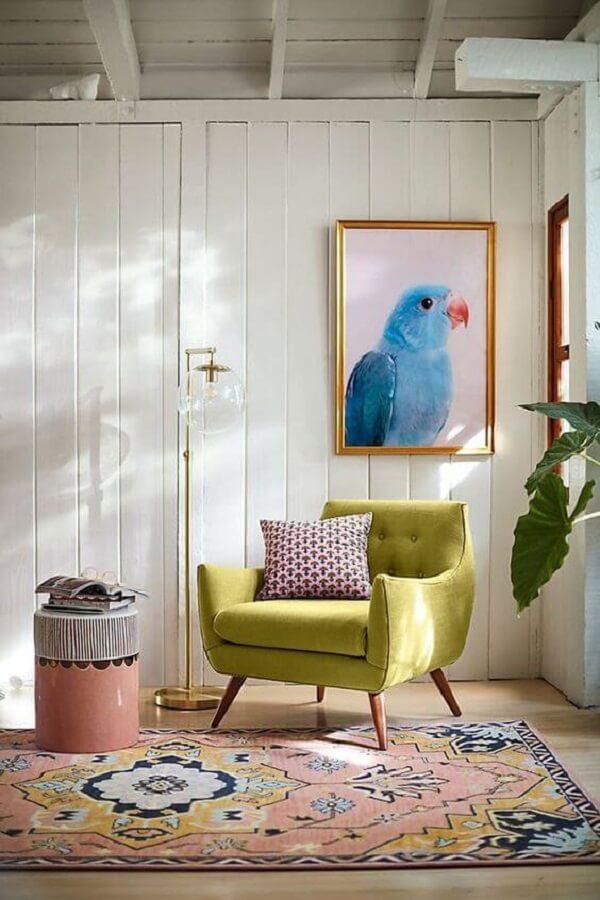 Poltrona pé palito capitonê verde na decoração moderna