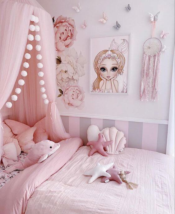 Quadro infantil de sereia no quarto feminino delicado