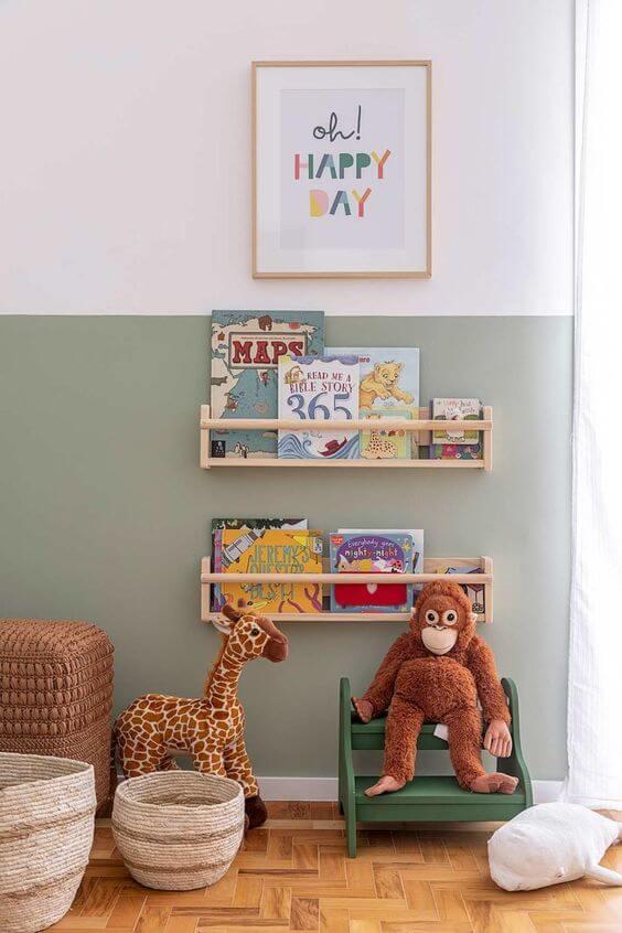 Quadro infantil no quarto de menino com tema de animais