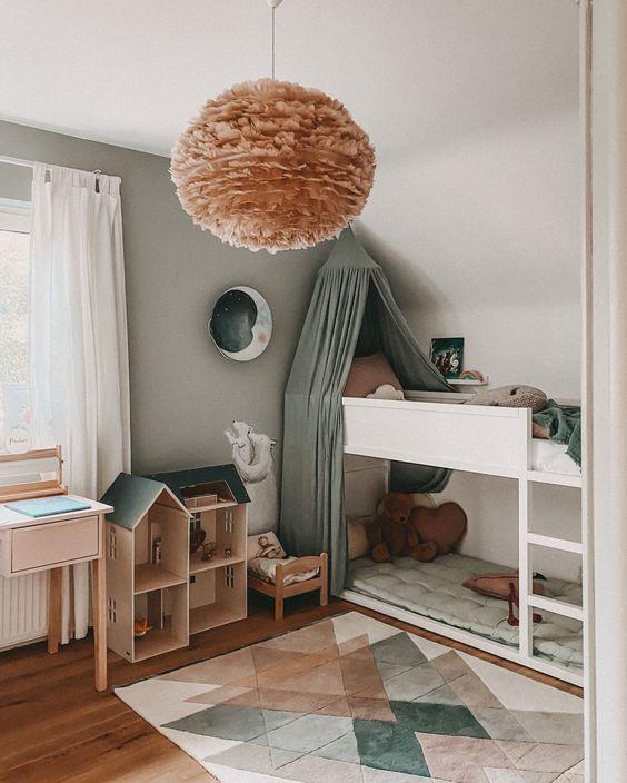 Quarto com lustre infantil moderno