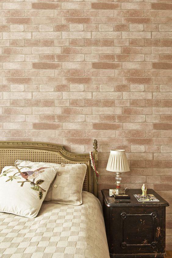 Quarto com papel de parede rustico de tijolinho