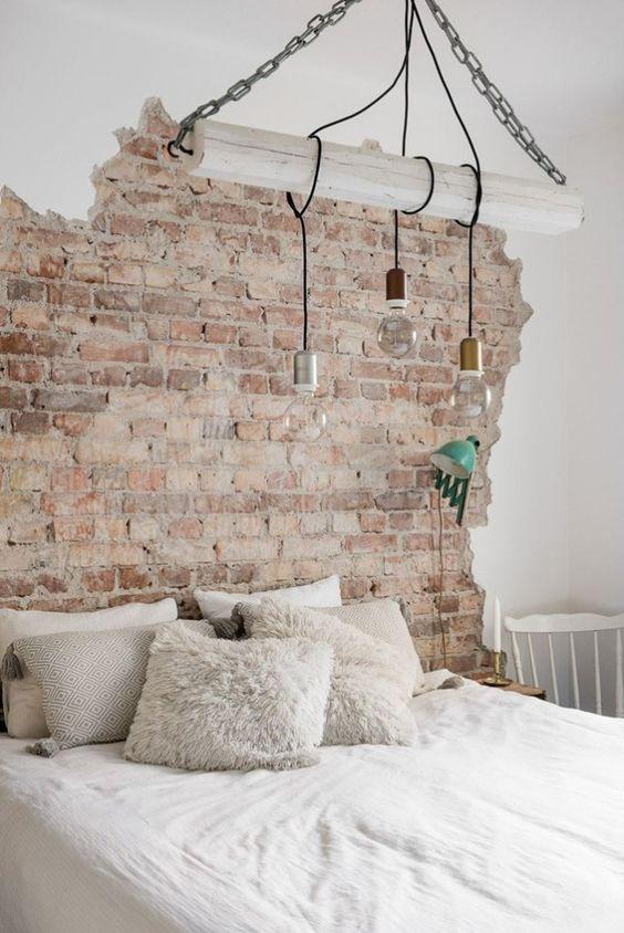 Quarto com papel de parede rustico e branco