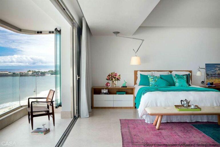 Quarto com varanda integrada separada por uma cortina - Foto Pinterest