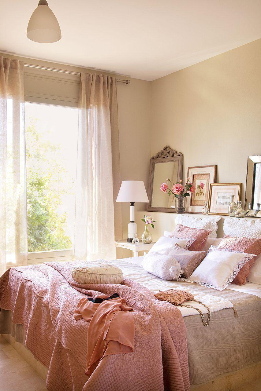 Quarto cor de rosa com varanda