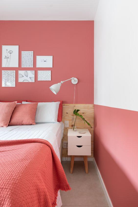 Quarto decorado com cor coral