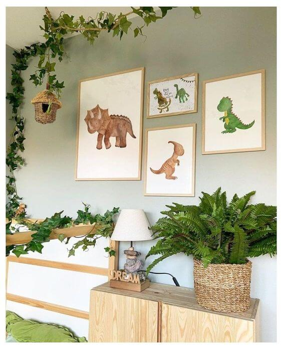 Quarto decorado com quadro de dinossauros infantil