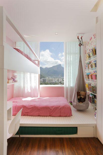 Quarto infantil branco e rosa