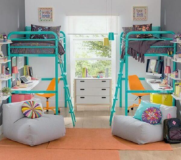 Quarto infantil compartilhado com cama mezanino colorida