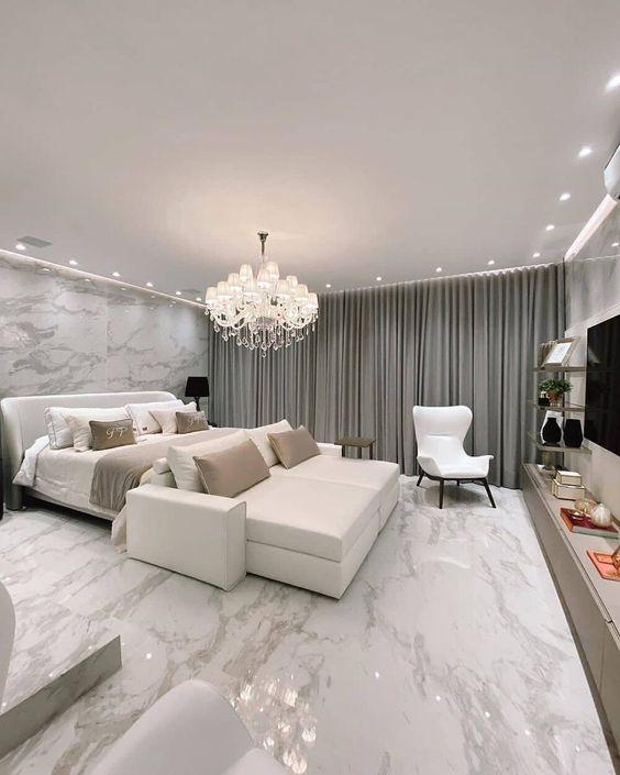 Quarto moderno com revestimento marmorizado