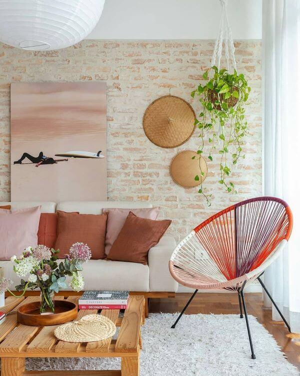 Revestimento bege de tijolinho para sala de estar