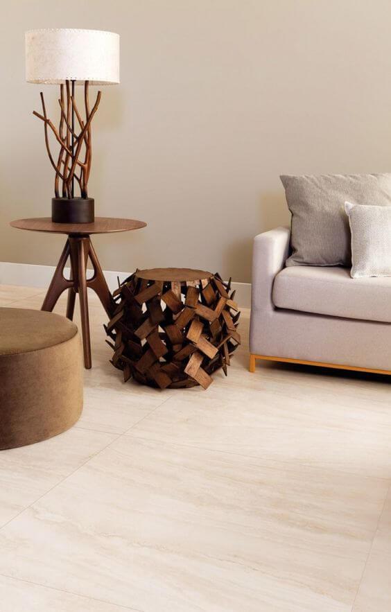 Revestimento bege para sala de estar moderna