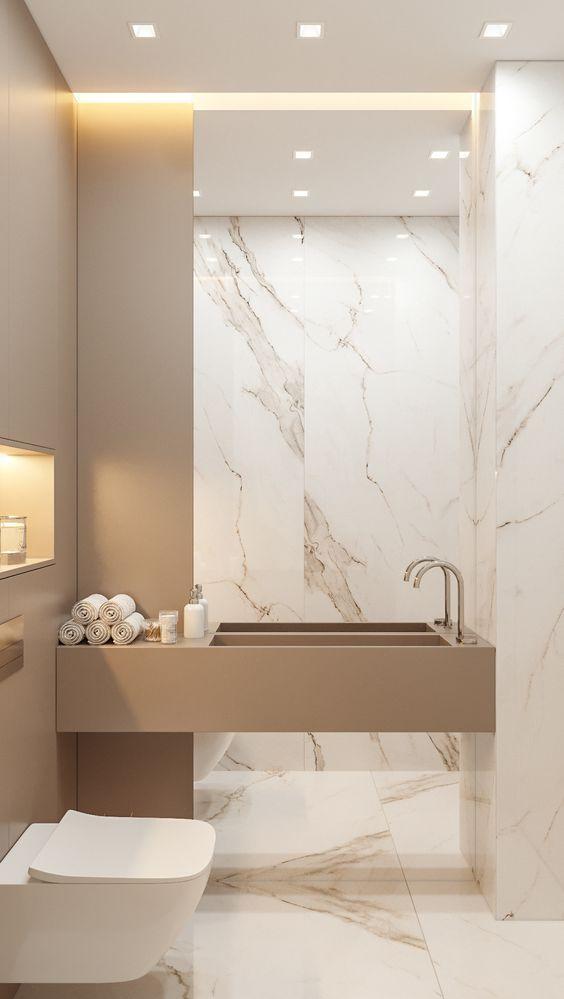 Revestimento marmorizado no banheiro luxuoso