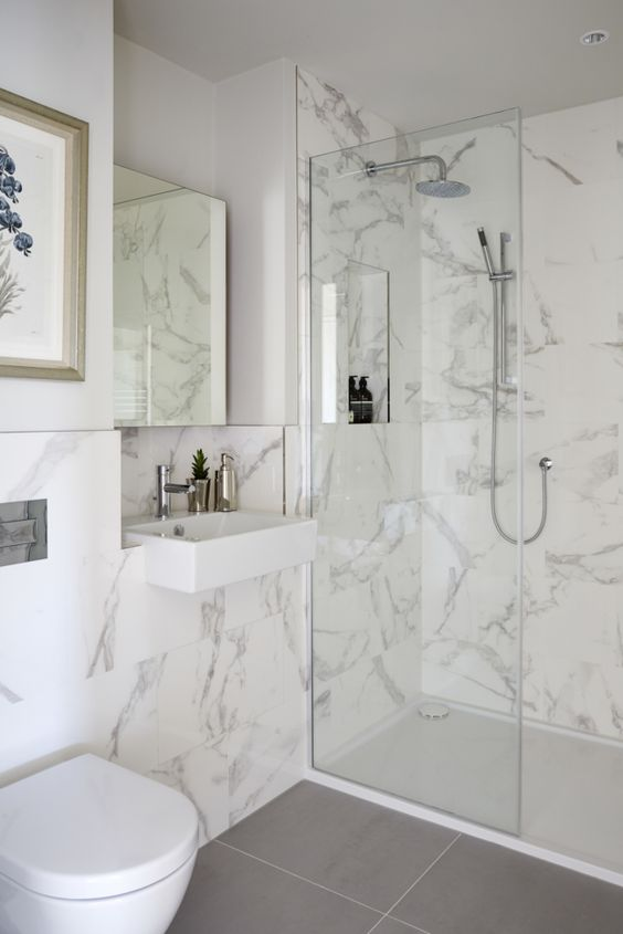 Revestimento marmorizado no banheiro moderno