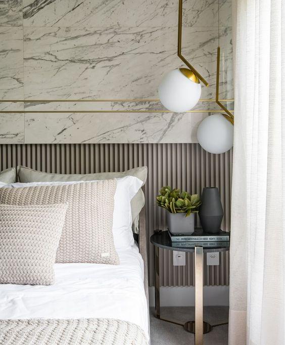 Revestimento marmorizado no quarto