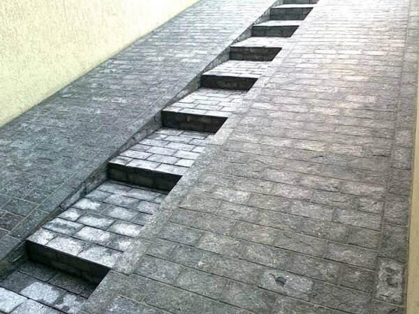 Revestimento para escada estiloso e rampa antiderrapante feita com pedra miracema