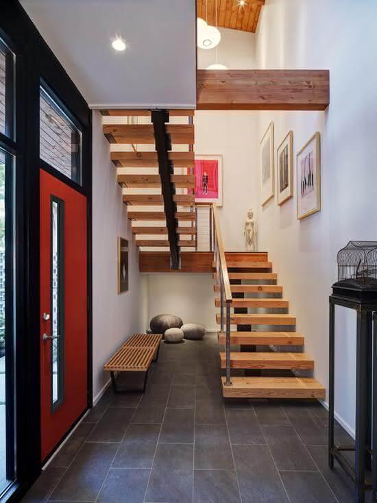 Revestimento para escada interna com madeira e ferro