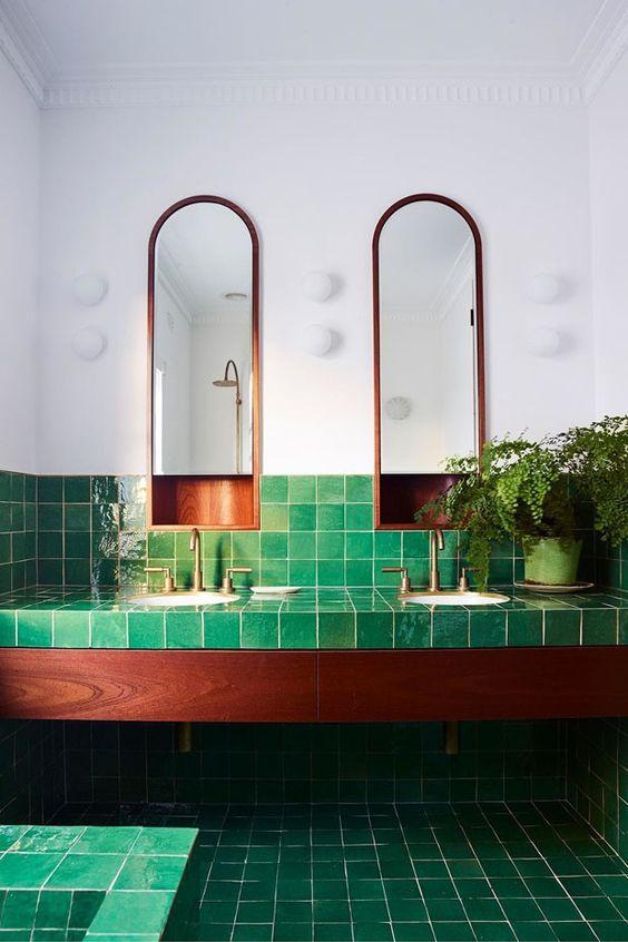 Revestimento verde no banheiro