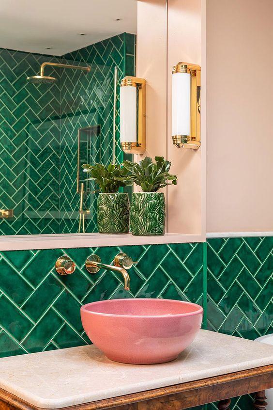 Revestimento verde para banheiro rosa moderno