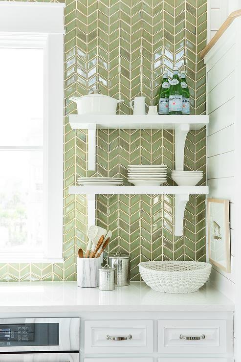 Revestimento verde para cozinha branca e moderna