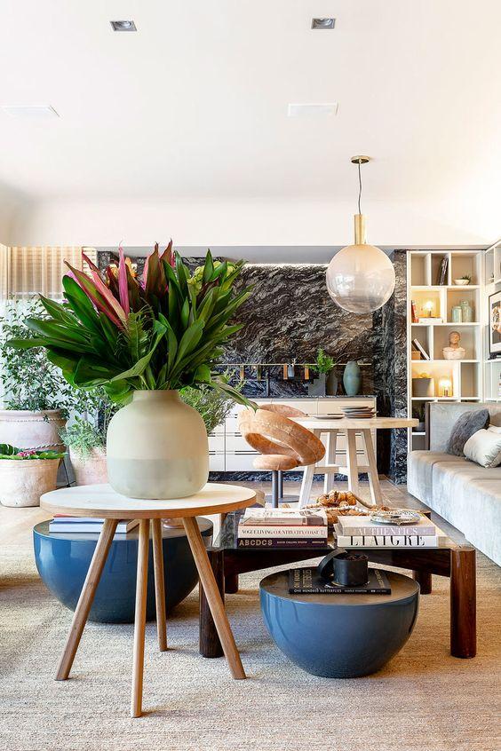 Sala com móveis modernos