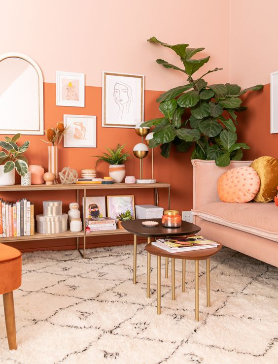 Sala cor coral e laranja