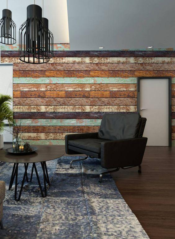Sala de estar com papel de parede rustico que imita madeira